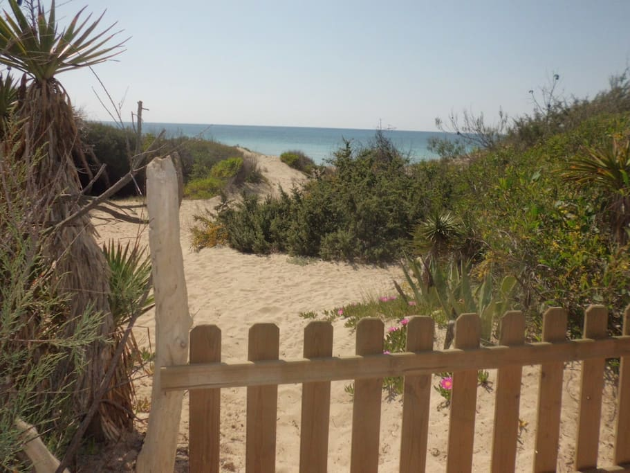 ingresso in spiaggia. private gate with beach entry