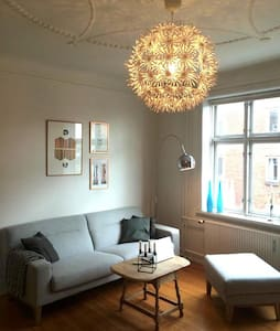 Charming and modern apartment perfectly located in Aarhus. Just few minutes away from centrum. Close to shops, cafes, a botanic garden etc.