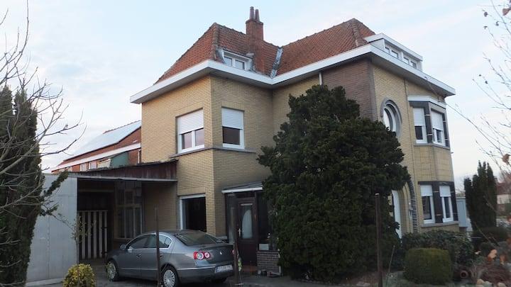 Kamer voor 2 halfweg Brussel en Antwerpen.