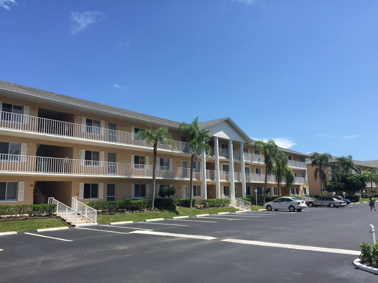 Sandpiper Bay Circle | 3rd floor with Elevator