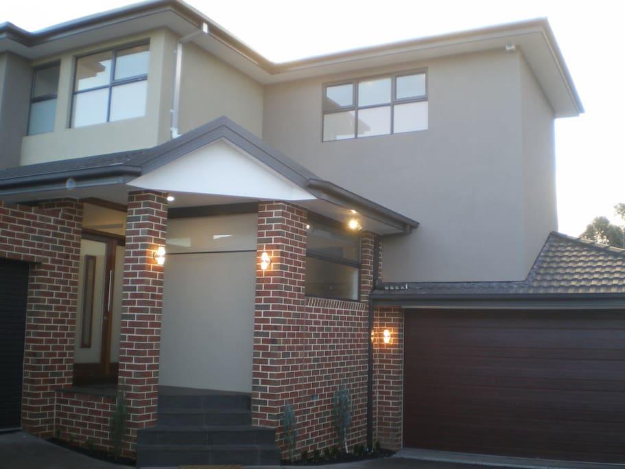 Chadstone executive family home maisons louer for Amanda family maison