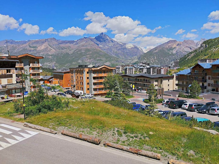 2 rooms flat for 6 persons in Tignes close to the shops, the slopes and the toursit office in Les Almes area