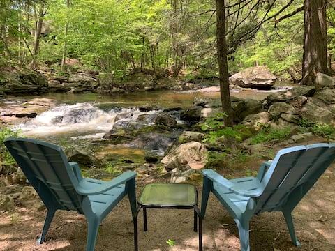 River's Edge Tranquil Retreat Penthouse King Suite