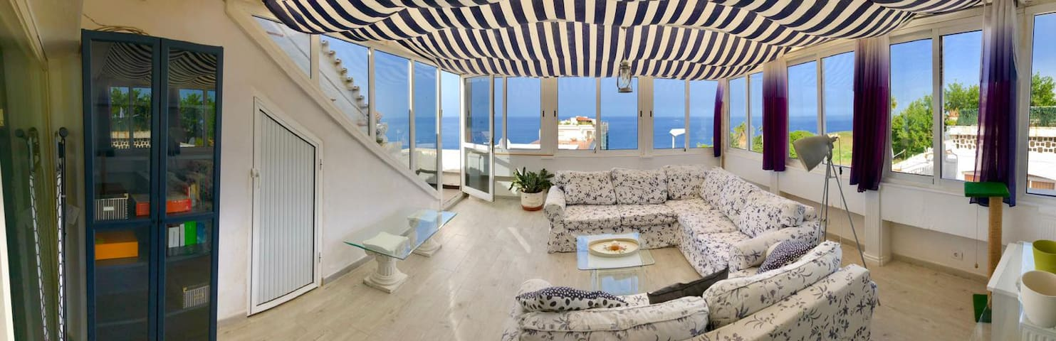Bungalow with views of the ocean near Loro Park