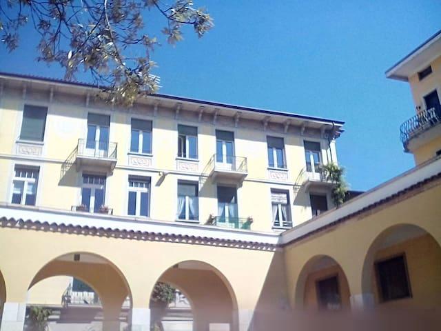 Fantastica vista lago, per 4 ospiti App. GLICINE - Gardone Riviera - Lägenhet
