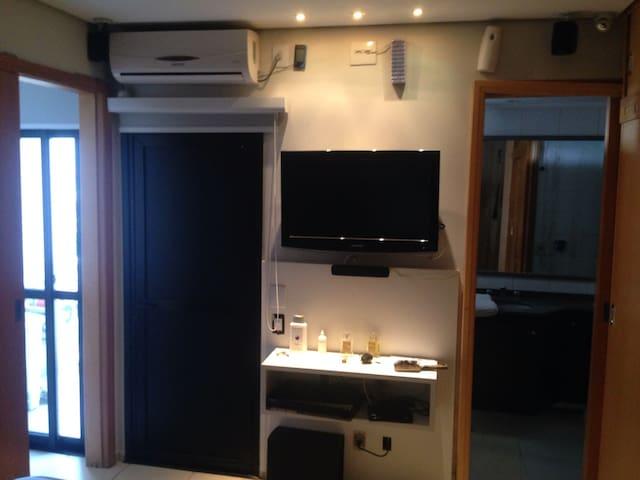 Suite com ar condicionado ,Cortina e TV
