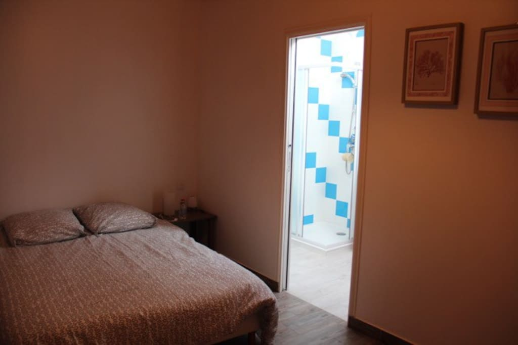 salle de bain attenante vue sur les vignes