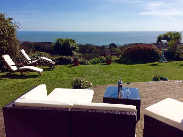 Detached house * Fab sea views - Ventnor - House