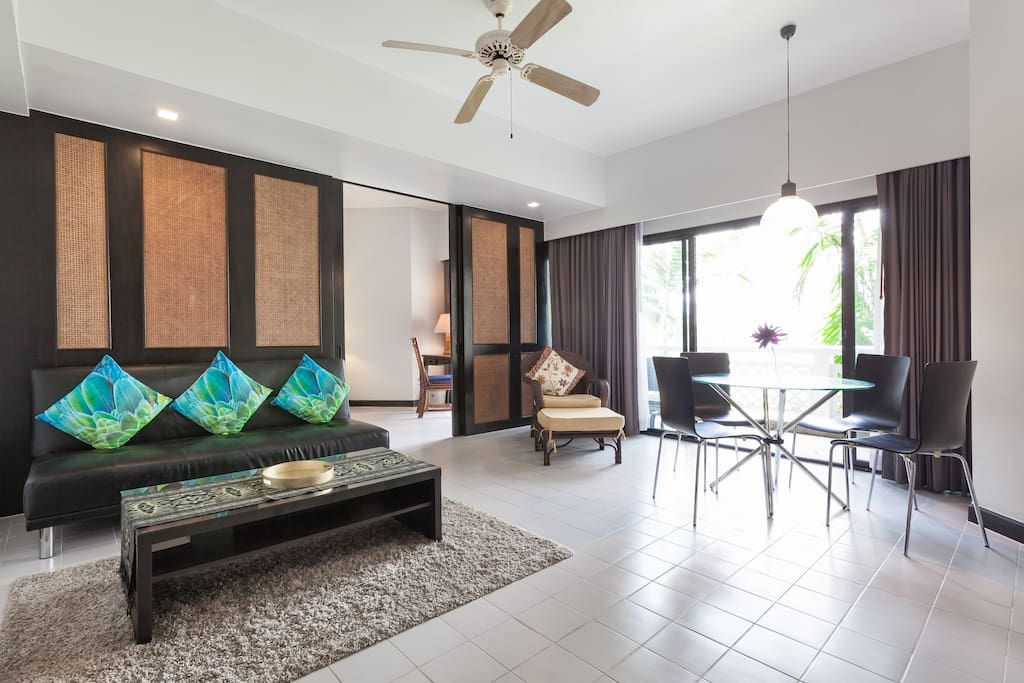 Spacious living room with sofa that converts into a bed that sleeps a 3rd person (a comfortable super single size).