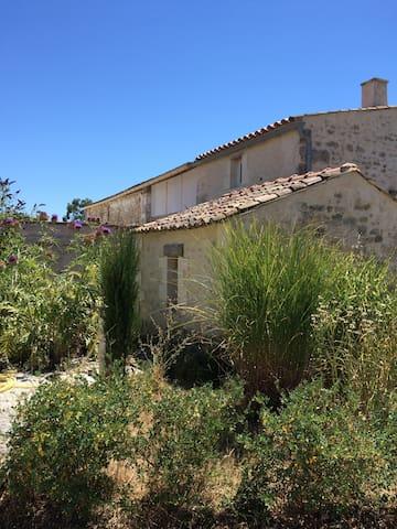 Petite maison charentaise, charme et pierres - Arces - Haus