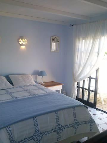 Cozy house in Armona Island Algarve