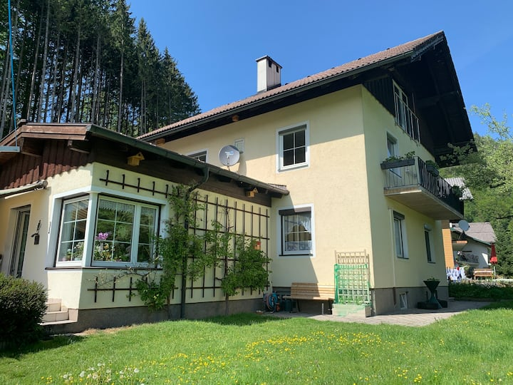 Ruhiges 2-Bett Zimmer mit Aussicht in Bad Ischl