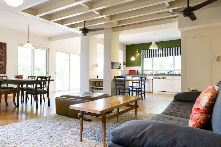 TLV - a village in the city - Tel Aviv-Yafo - House