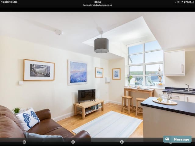 Falmouth centre 1 bed apartment with harbour views
