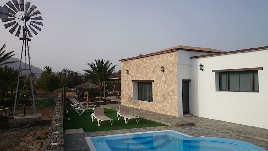 Villa El Valle. Piscina Climatizada - La Lajita - Huis
