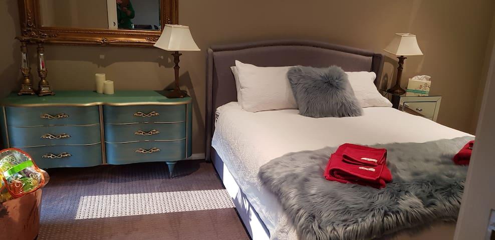 Second Queen bedroom.