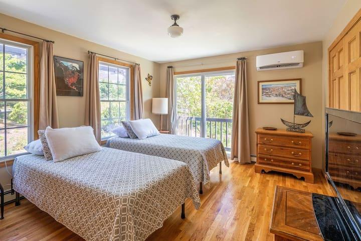 Bedroom 1-Evergreen Room-ADA compliant with California Twin Set Up