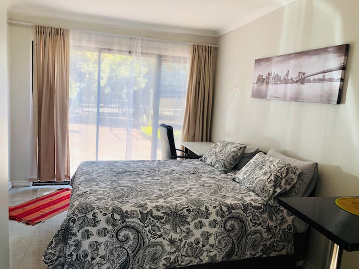 Private, tranquil cottage with WIFI in Centurion