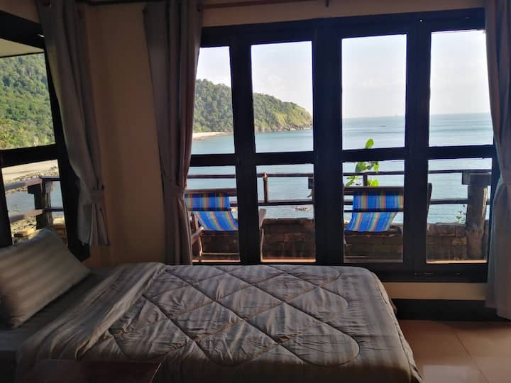 Bamboo Bay Bungalow R19
