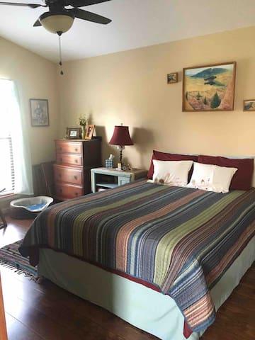 Bedroom (1) queen bed