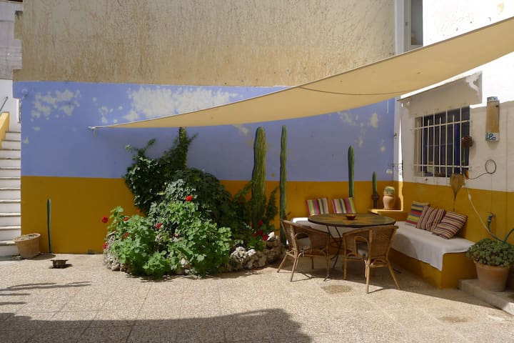 Character Townhouse & lovely patio - Artà - House