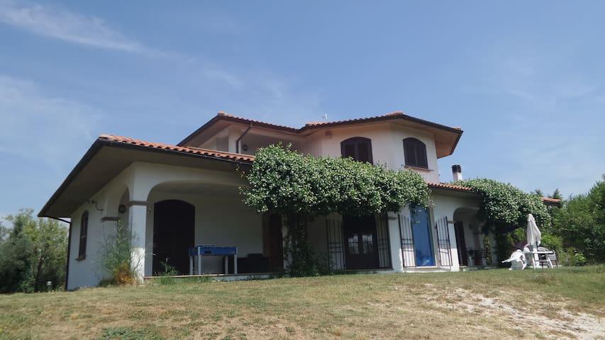 Villa con piscina a 45 min. da Roma - Civitella D'agliano
