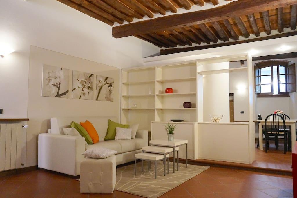 Soggiorno con divano letto-Living Room with sofa-bed