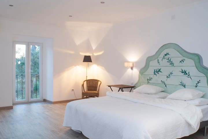 A double room in a lovely cottage - montemor-o-novo - Aamiaismajoitus