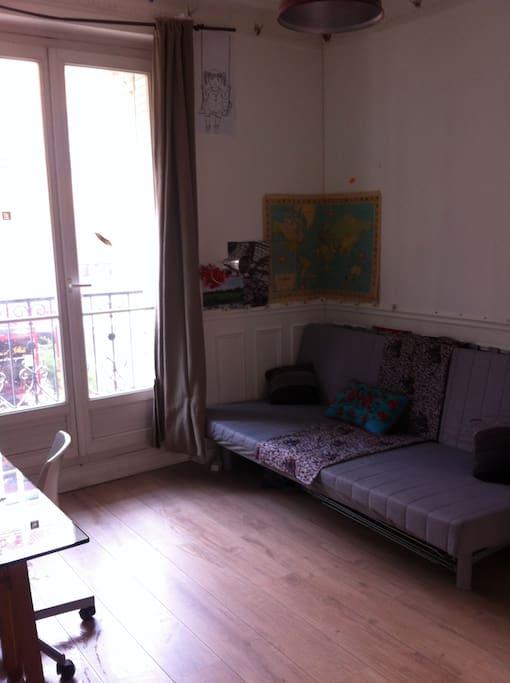 Chambre avec canapé li-