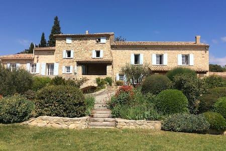 Charming mas stonewok close to the Ventoux - Caromb - Отпускное жилье