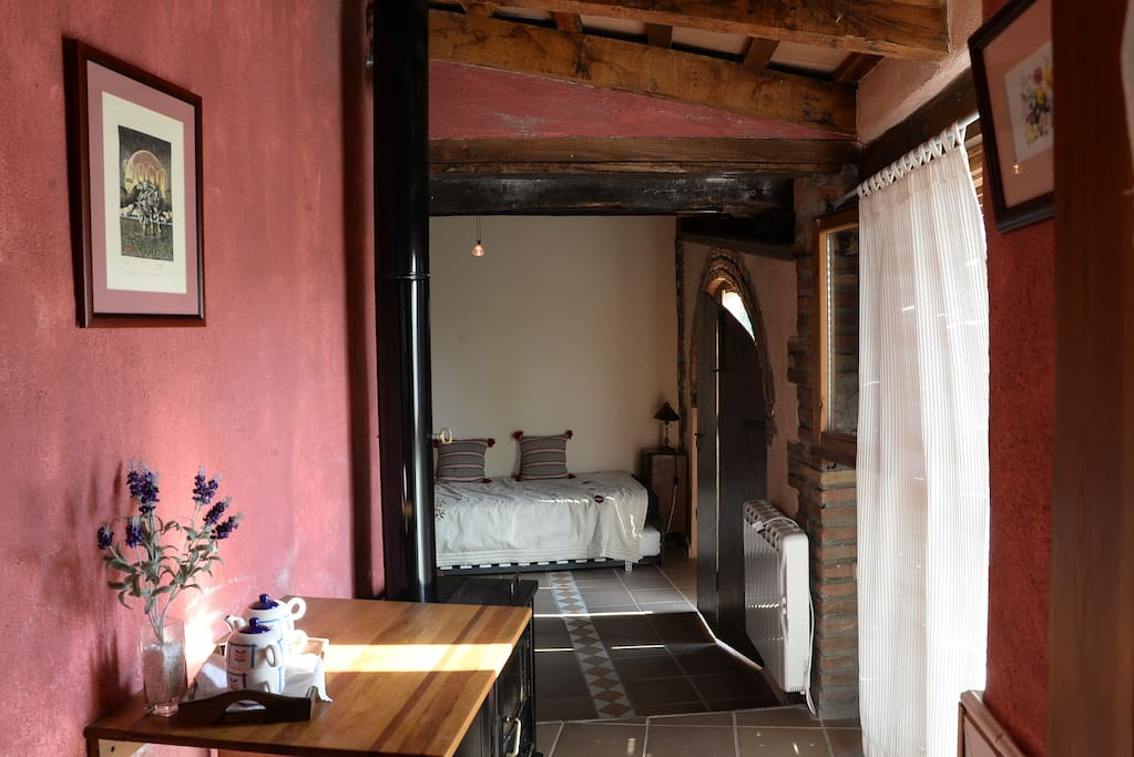 pasillo habitación + chimenea