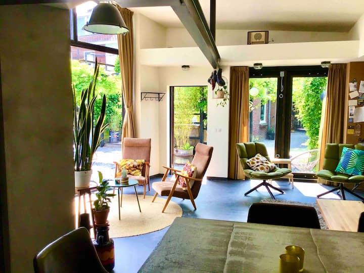 Leeuwarden stad Woodpecker guesthouse met tuin