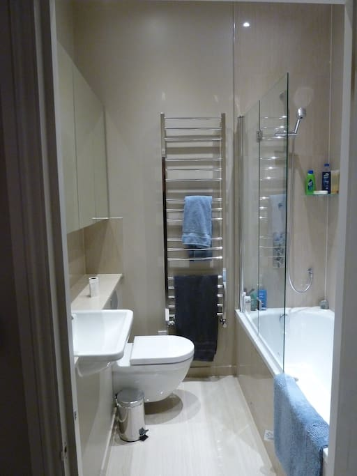 The guests bathroom. Brand new with underfloor heating!