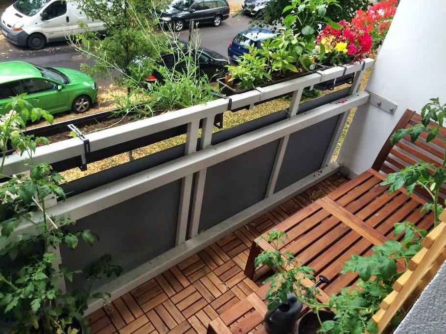 Balkon mit Sonne von morgens bis mittags