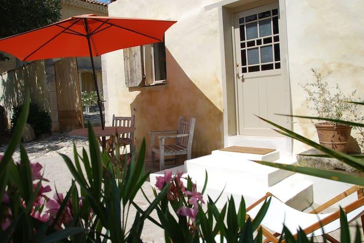 Le Mazet, 2 pers, terrasse, piscine - Saint-Saturnin-lès-Apt - Cabaña