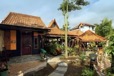 Villa in the city center of Yogya - ジョクジャカルタ