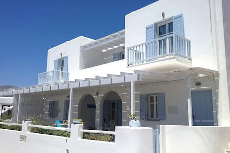 George Guest House, 30m. from beach