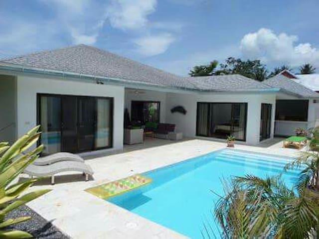 Villa 3 chambres + piscine privée 10 minutes LAMAI
