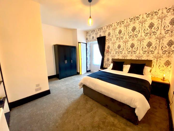 Ground floor King bed, en suite. Prestatyn