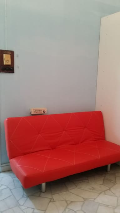 English colonial room houses for rent in george town for Sofa bed penang