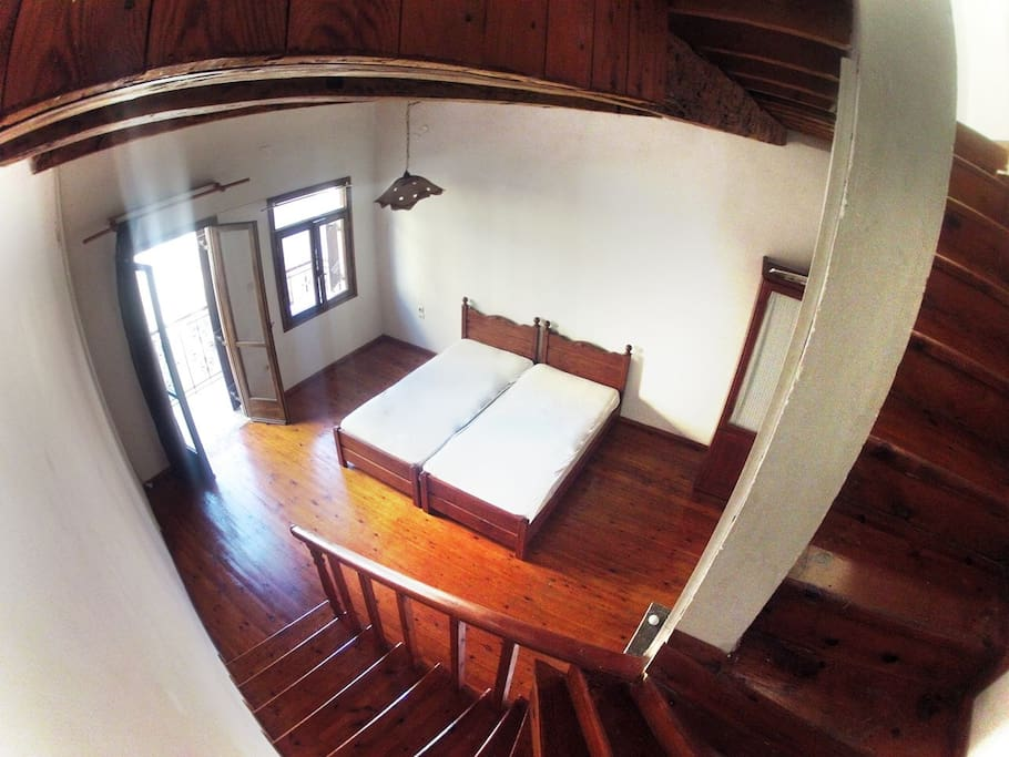 middle storey bedroom