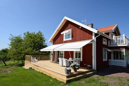 Nyrenoverat hus med kanon-läge - Jönköping N - Dům