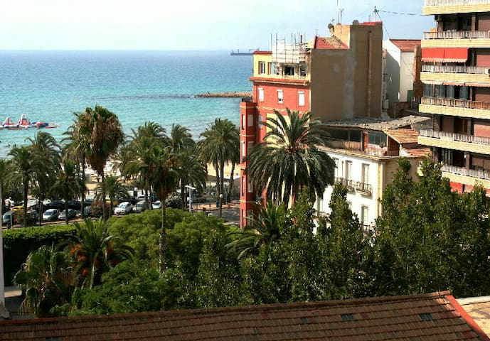 Charming house, sea & Caslte view - Alicante - House