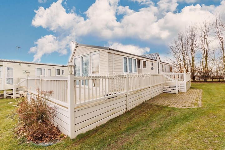 Dog friendly caravan for hire at Cherry tree holiday park in Norfolk ref 70847C
