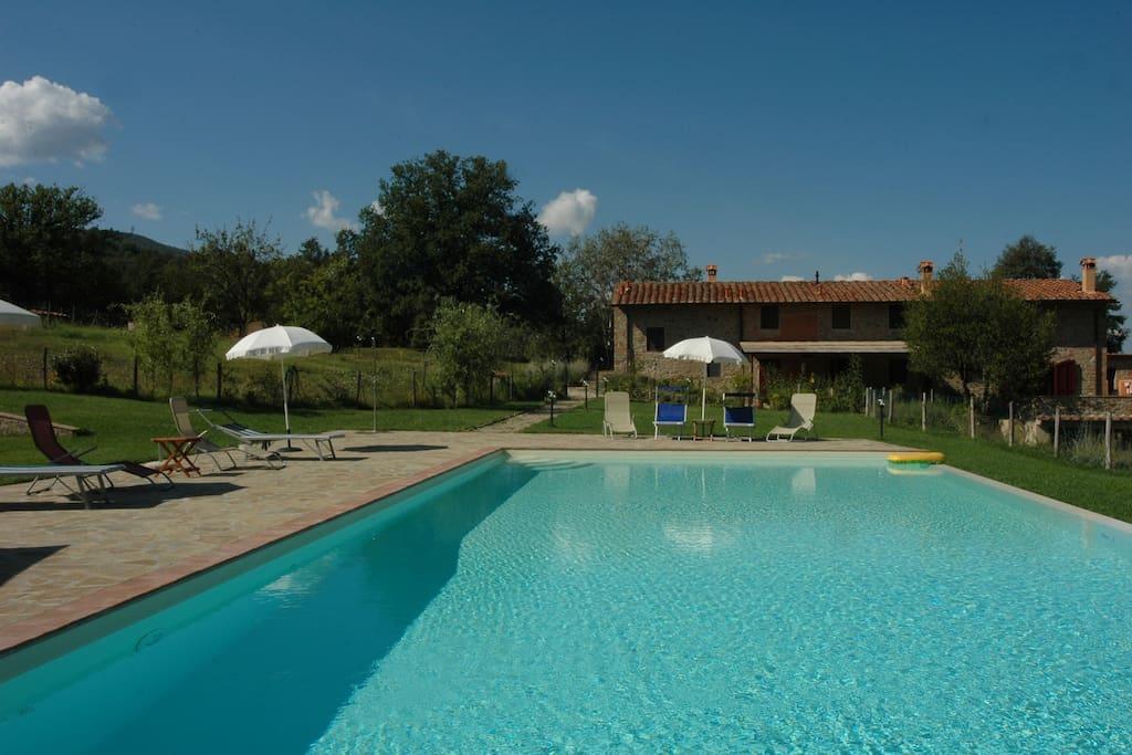 I gelsi frant apart farmhouse pool ville in affitto a figline e incisa valdarno toscana italia - Piscina figline valdarno ...