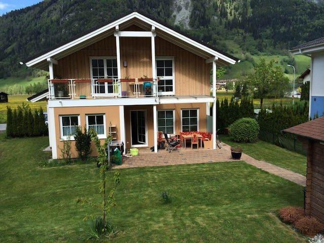 Helles ruhig gelegenes Zimmer - Bad Hofgastein - Lakás