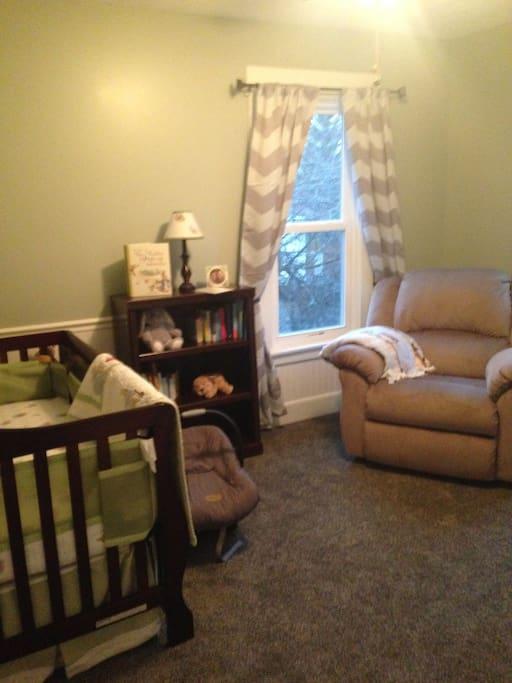 upstairs bedroom 1 -crib
