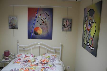 Hébergement et atelier d'artiste, entrée de Dinan