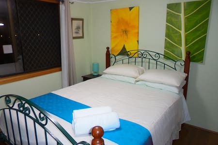 Majestic Mountain views -large private room +Wi-Fi - Redlynch