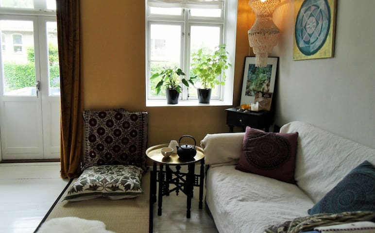 Peace and sofa for female near city & nature - Charlottenlund - Lejlighed